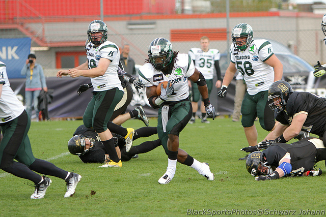 JDFB Quick Clinic #78 – How to Defend Speed Option from Trips Formations